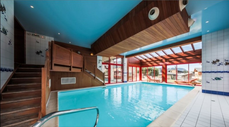 Hotel in Les Gets with swimming pool