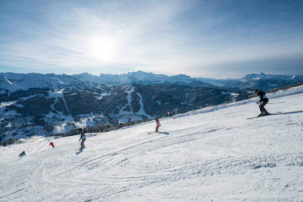 Group ski lessons for teenagers and adults