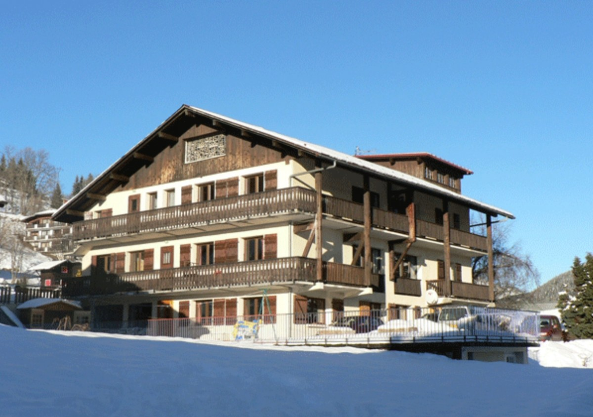 Centre-de-vacances-Chalet-Yaka-exterieur-hiver-location-appartement-chalet-Les-Gets