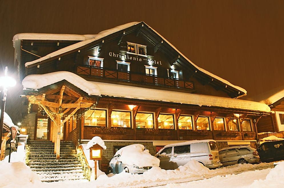 Hotel-Christiania-exterieur-hiver-location-appartement-chalet-Les-Gets