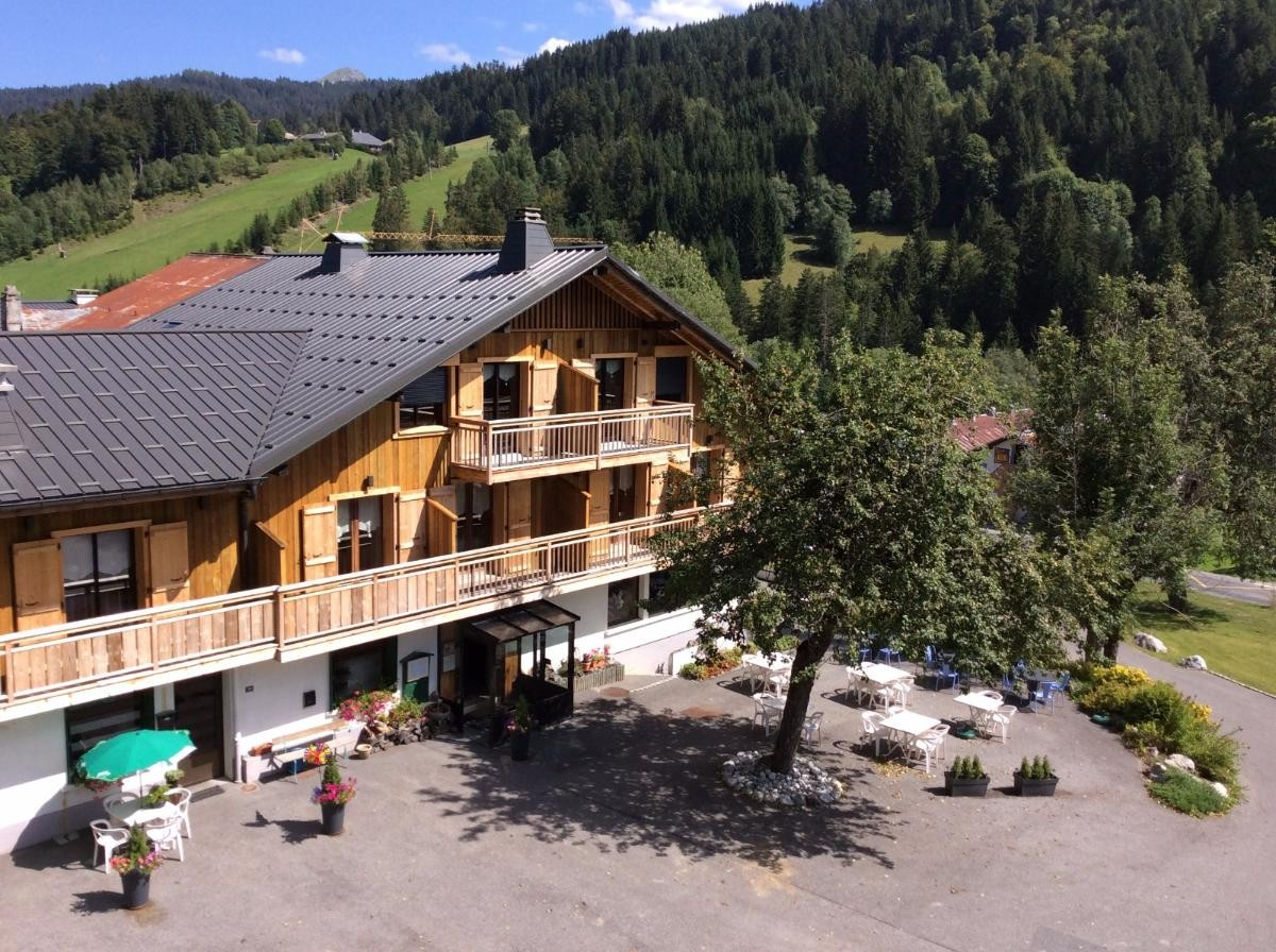 Hotel La Bonne Franquette - Les Gets - exterieur en été - terrasse