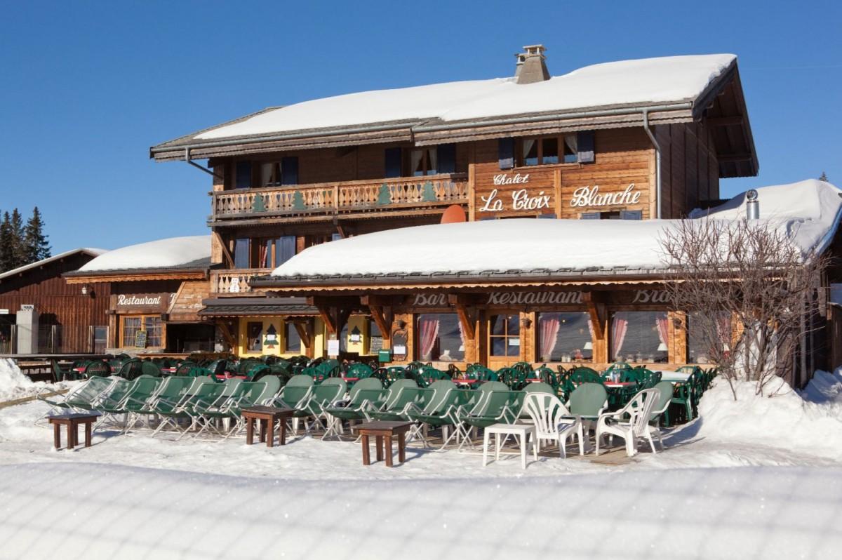 Hotel La Croix Blanche - Les Gets - terrasse en hiver
