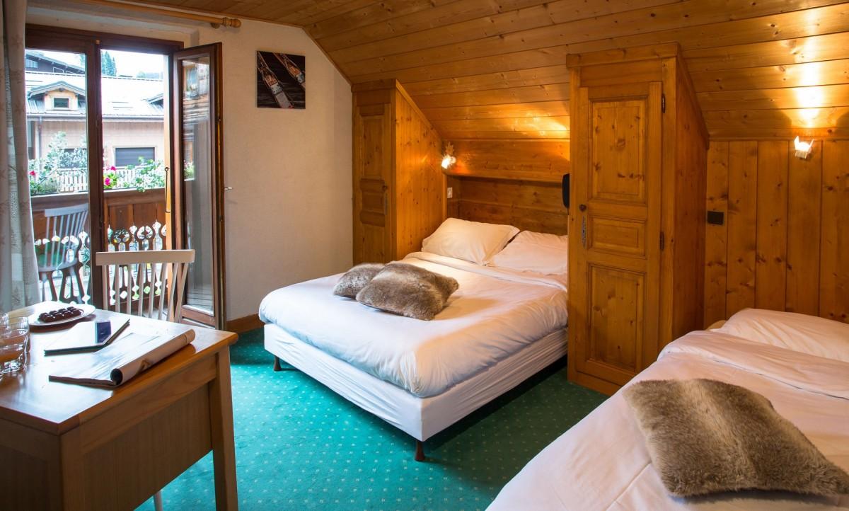 REGINA-HOTEL ROOM