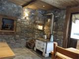 Chambre d'hôte B&B Chez La Fine - Les Gets - dining room with old wood stove