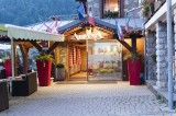 Hotel-Alpina-entree-location-appartement-chalet-Les-Gets