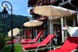 Hotel-Alpina-exterieur-piscine-location-appartement-chalet-Les-Gets