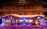 Hotel-Chamois-d-or-exterieur-nuit-hiver-location-appartement-chalet-Les-Gets