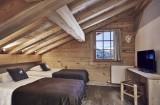 Hotel-Lodge-Le-Chasse-Montagne-chambre-quadruple-mezzanine-location-appartement-chalet-Les-Gets