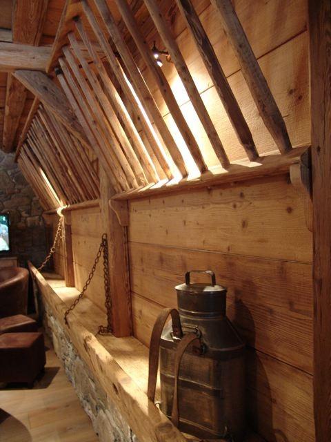Chambre d'hôte Chez La Fine - Les Gets - salon - ancien ratelier à foin