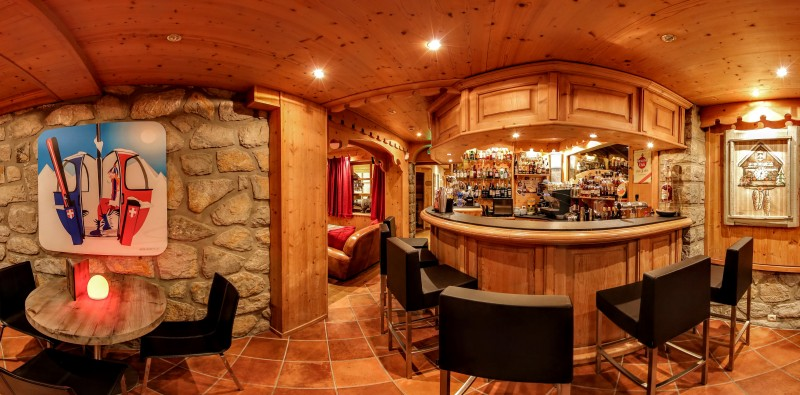 Hotel-Alpina-bar-location-appartement-chalet-Les-Gets