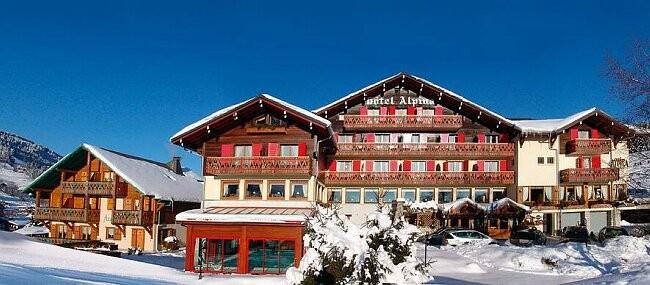 Hotel-Alpina-exterieur-hiver-location-appartement-chalet-Les-Gets