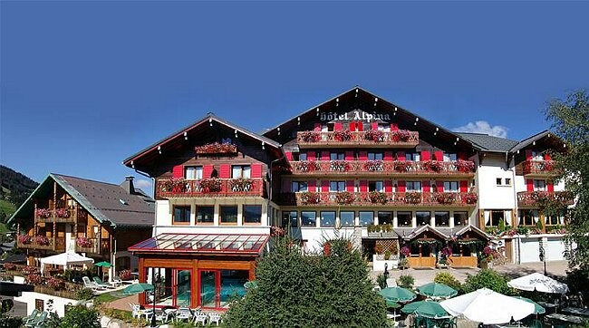 Hotel Alpina - Les Gets - the hotel in the summer