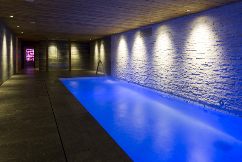 Hotel-Crychar-piscine-interieure-location-appartement-chalet-Les-Gets