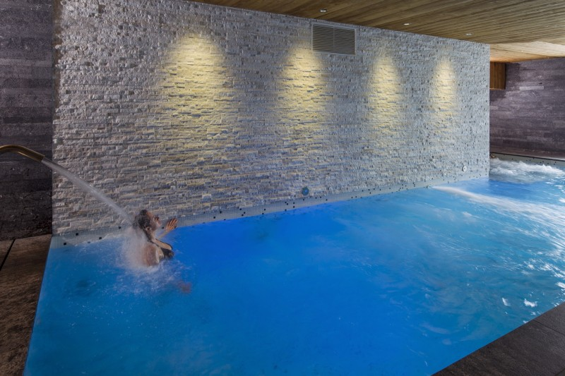 Hotel-Crychar-piscine-location-appartement-chalet-Les-Gets