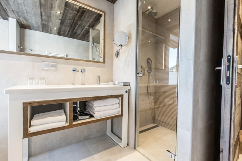 Hotel-Crychar-salle-de-bain-location-appartement-chalet-Les-Gets