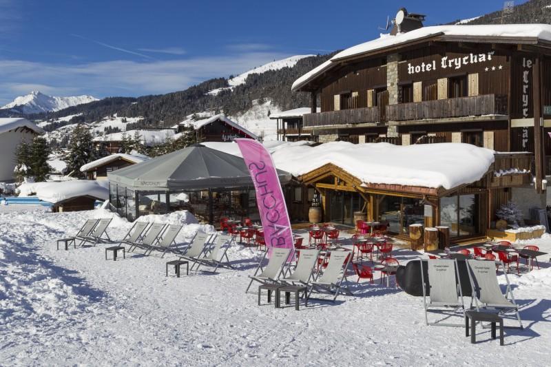Hotel-Crychar-terrasse-exterieur-hiver-location-appartement-chalet-Les-Gets