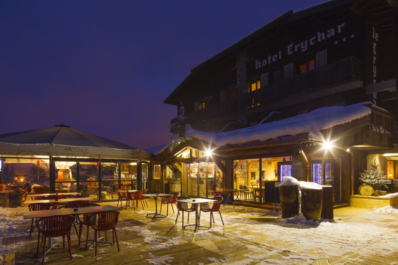 Hotel-Crychar-terrasse-nuit-location-appartement-chalet-Les-Gets