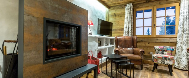 Hotel La Croix Blanche - Les Gets - lounge with fireplace