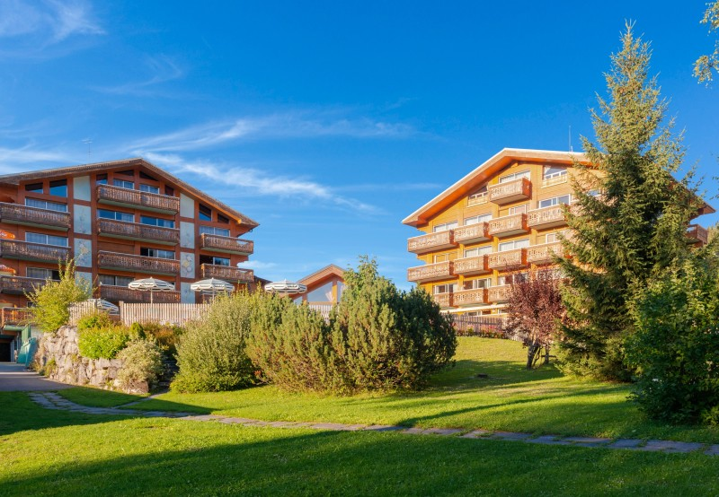 Hotel-Labrador-exterieur-ete-location-appartement-chalet-Les-Gets