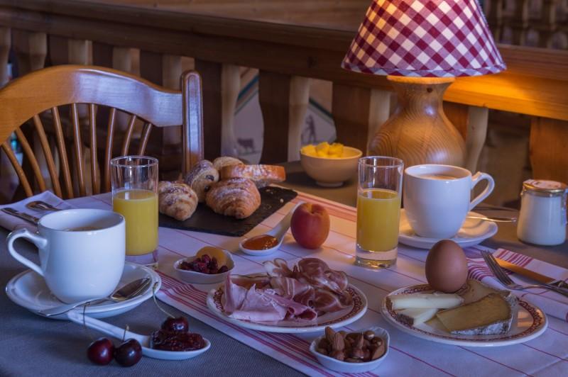 Hotel-Labrador-petit-dejeuner-location-appartement-chalet-Les-Gets