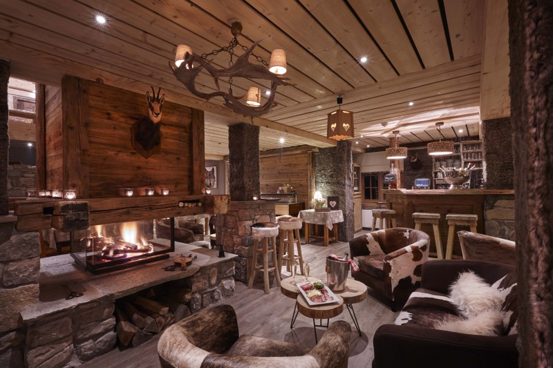 Hotel Lodge Le Chasse Montagne - Les Gets - lounge with fireplace