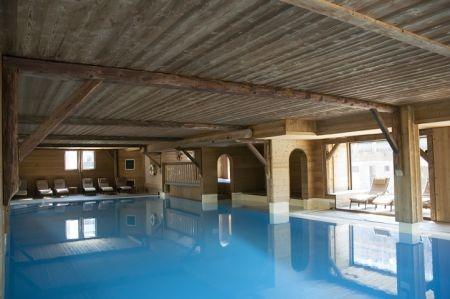 Hotel-Marmotte-piscine-interieure-location-appartement-chalet-Les-Gets