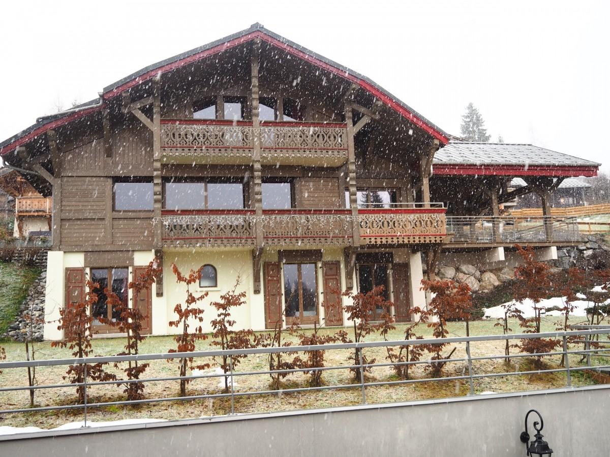 Adelphine-1-exterieur-hiver1-location-appartement-chalet-Les-Gets