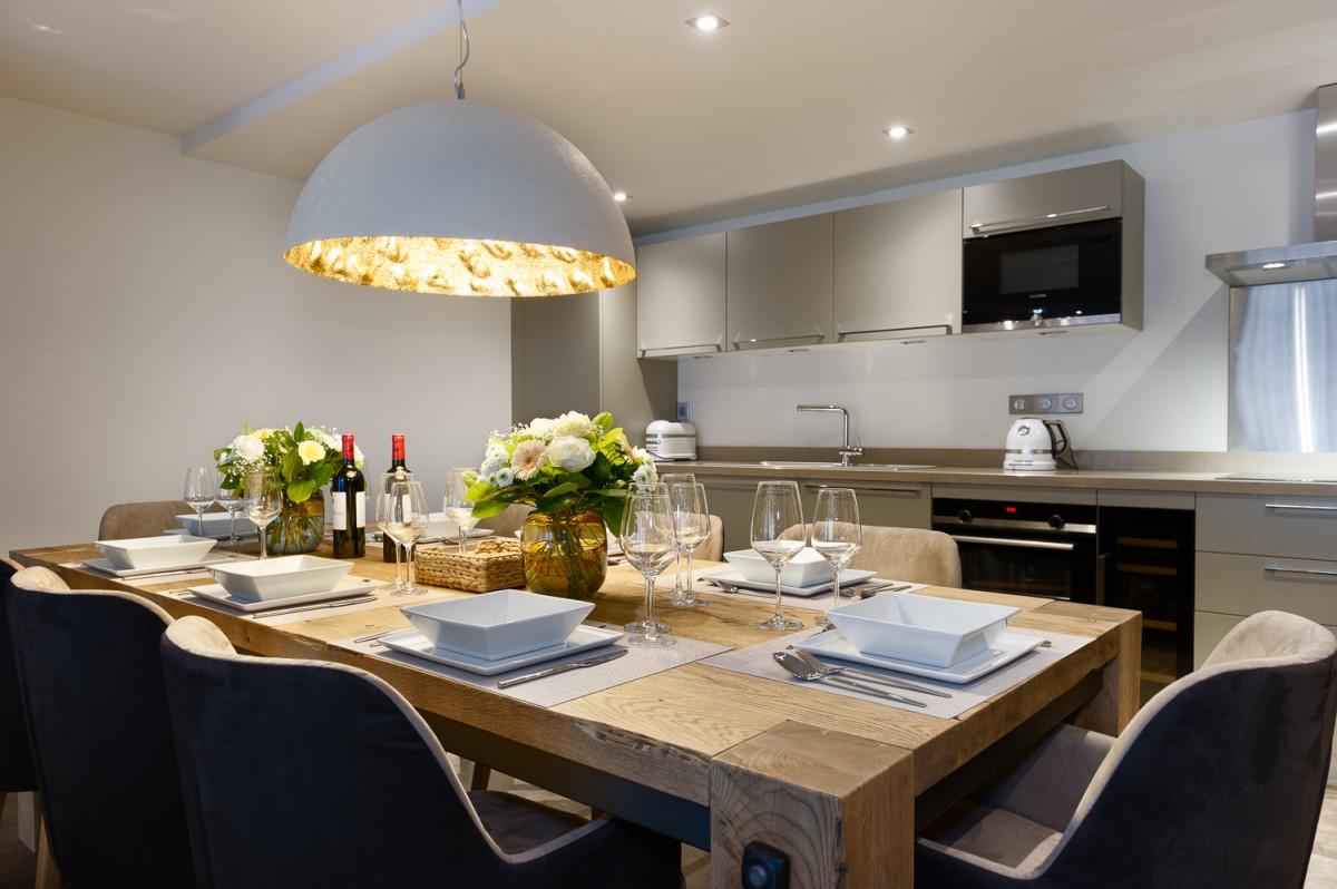 Annapurna-B201-cuisine-table-repas-location-appartement-chalet-Les-Gets