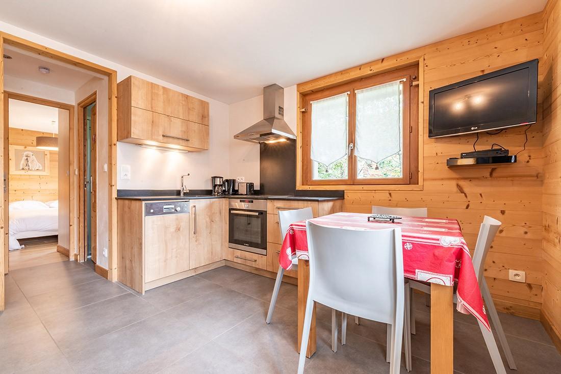 Aulnaie-1-sejour-cuisine-location-appartement-chalet-Les-Gets