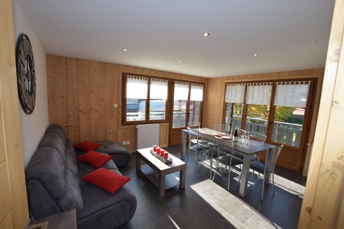 Beau-sejour-1-salon-location-appartement-chalet-Les-Gets