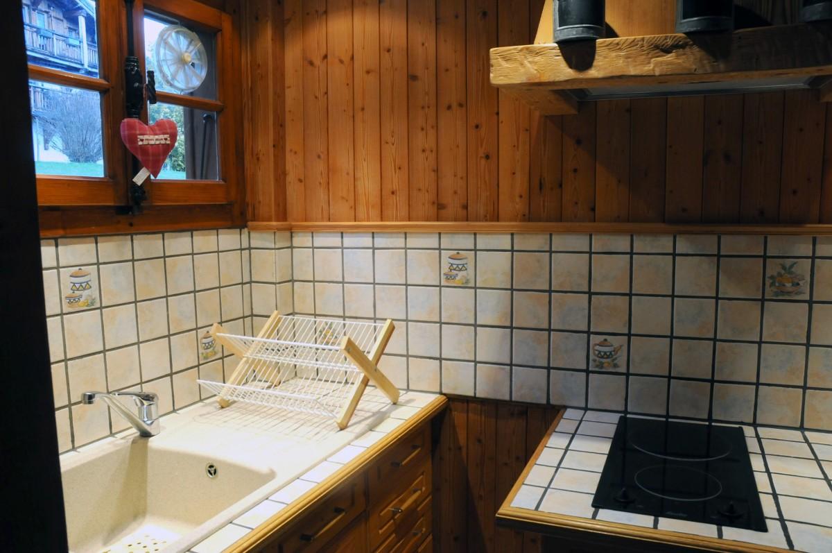 Benevy-cuisine5-location-appartement-chalet-Les-Gets