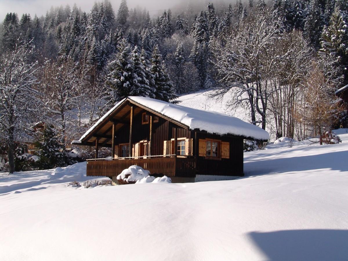 Benevy-exterieur-hiver-location-appartement-chalet-Les-Gets