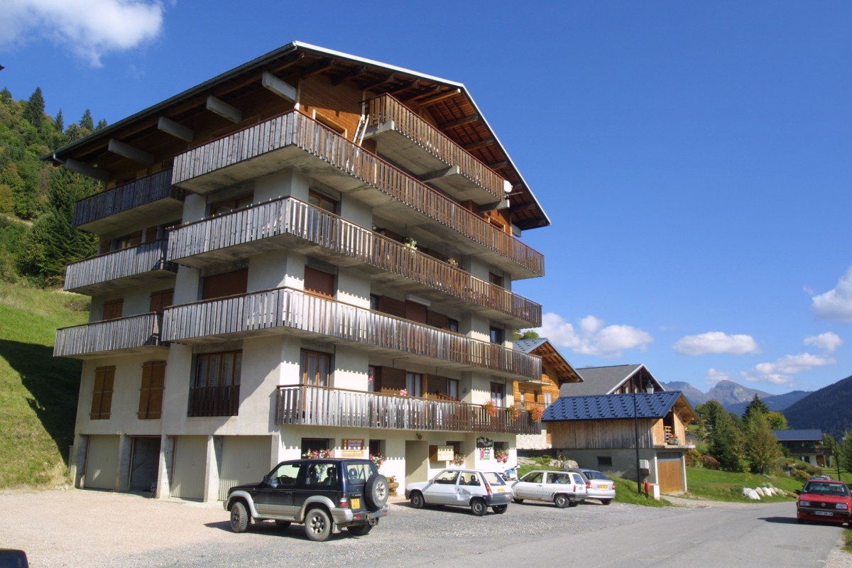 Bois-de-la-dent-3-exterieur-ete-location-appartement-chalet-Les-Gets