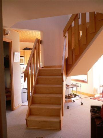 Bouillandire-C77-escalier-location-appartement-chalet-Les-Gets