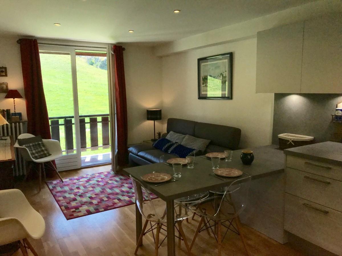 Caribou-B4-bis-sejour2-location-appartement-chalet-Les-Gets