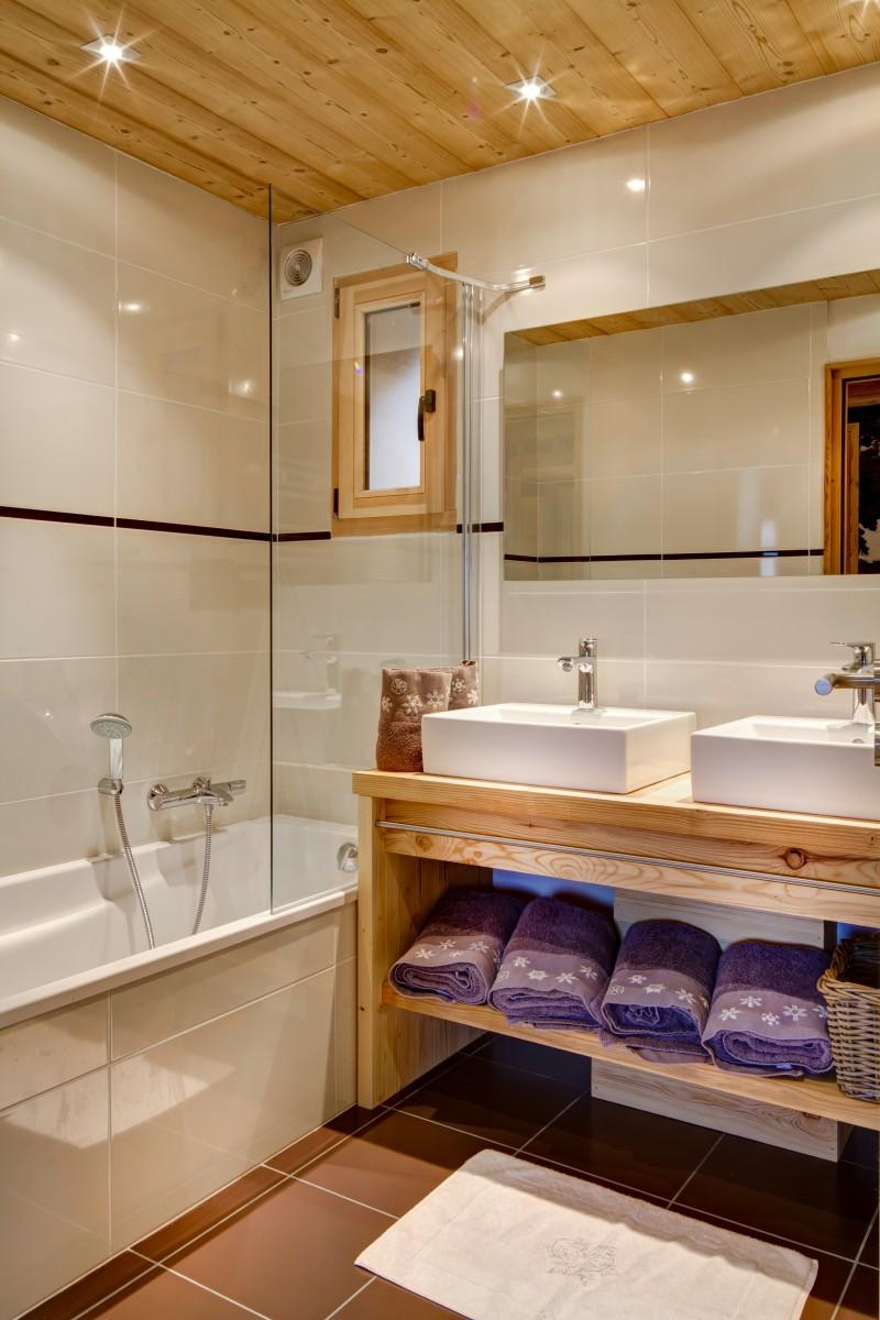 Grand-Canyon-2-salle-de-bain2-location-appartement-chalet-Les-Gets