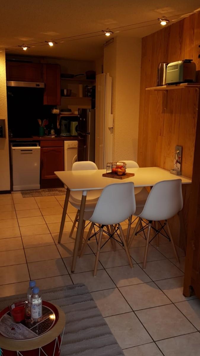 Grizzli-6-table-repas-location-appartement-chalet-Les-Gets
