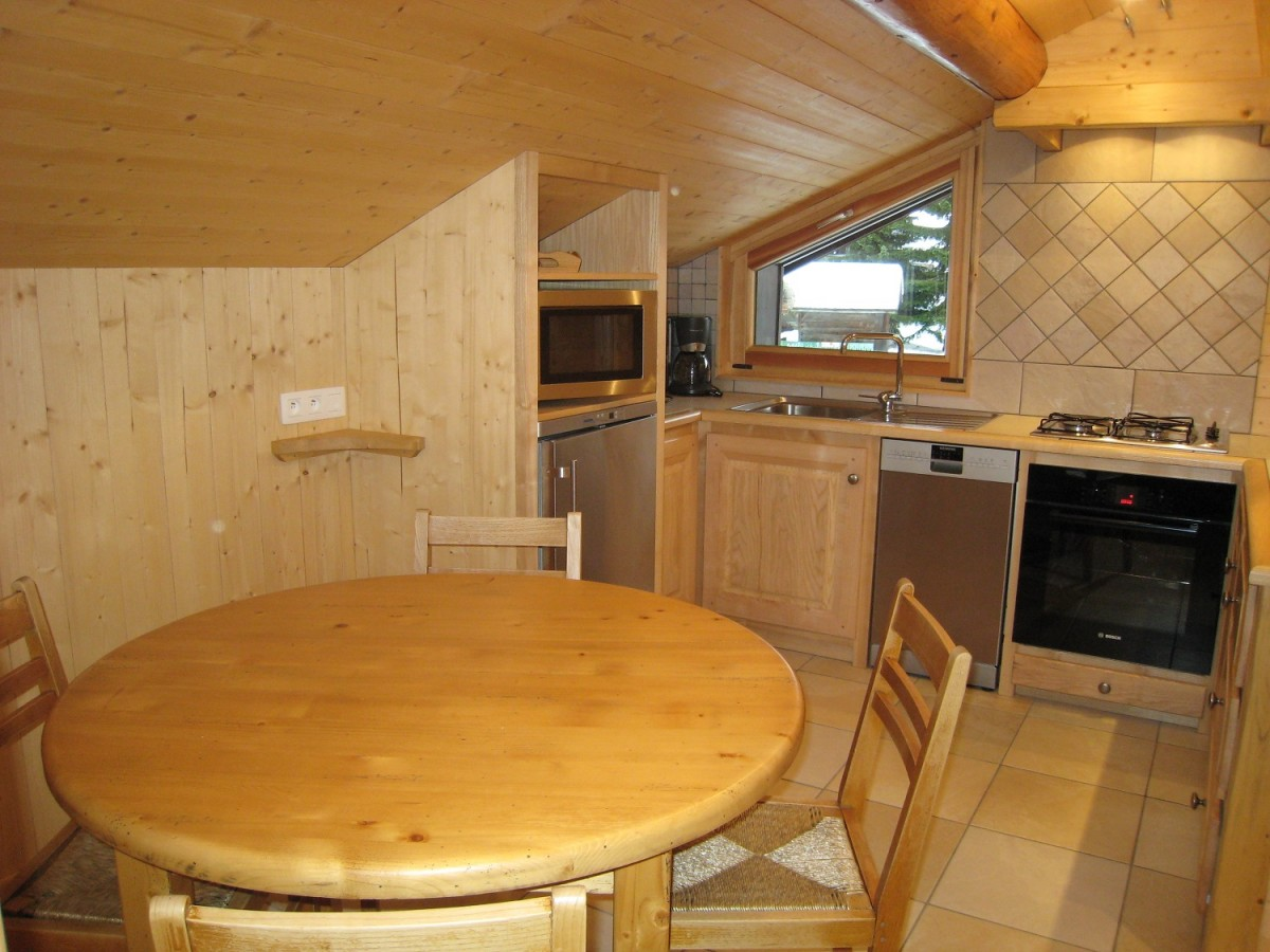 Isba-1-cuisine-location-appartement-chalet-Les-Gets