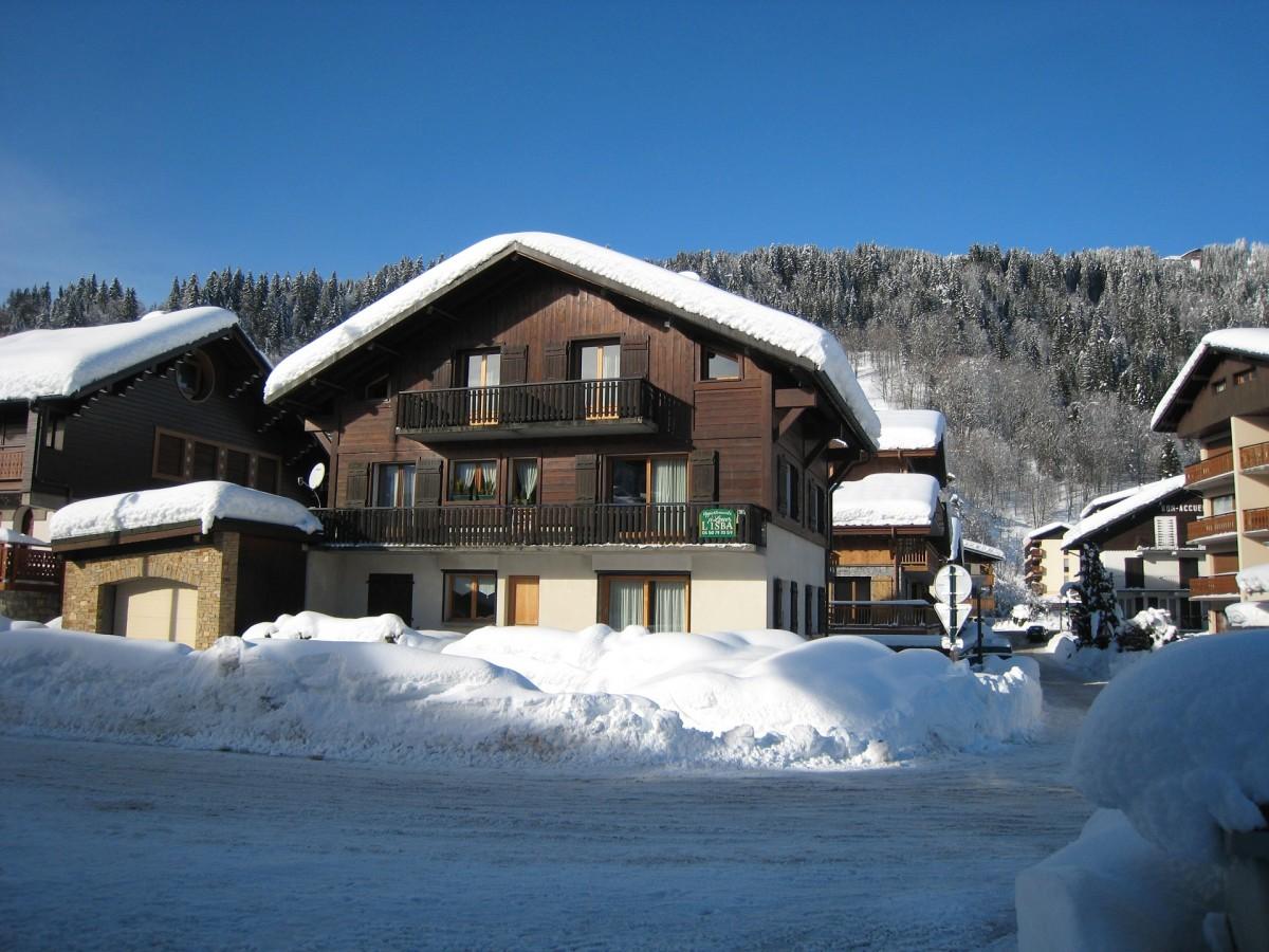 Isba-4-exterieur-hiver-location-appartement-chalet-Les-Gets