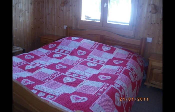Lou-Paradou-chambre-lit-double-location-appartement-chalet-Les-Gets