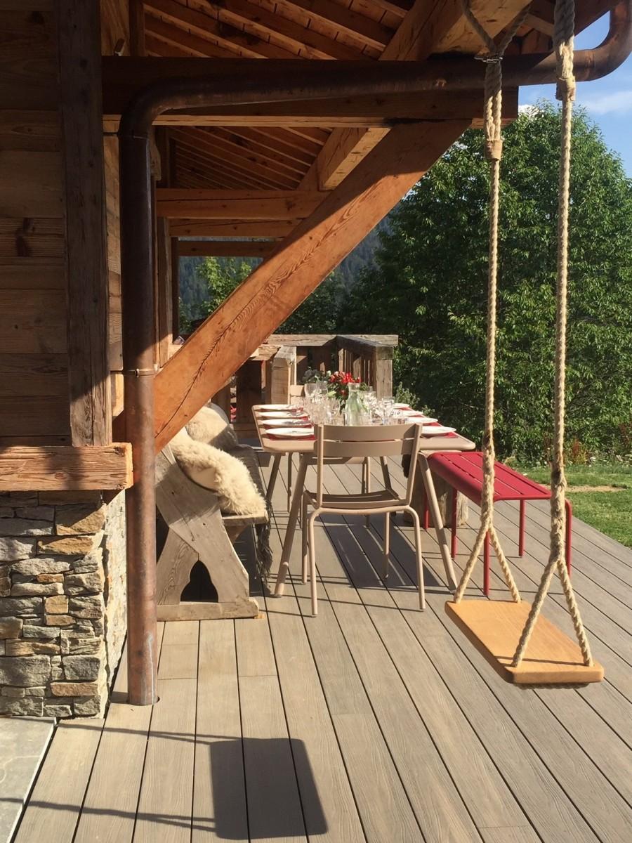 Maison-d-hiver-balancoire-jardin-exterieur-location-appartement-chalet-Les-Gets