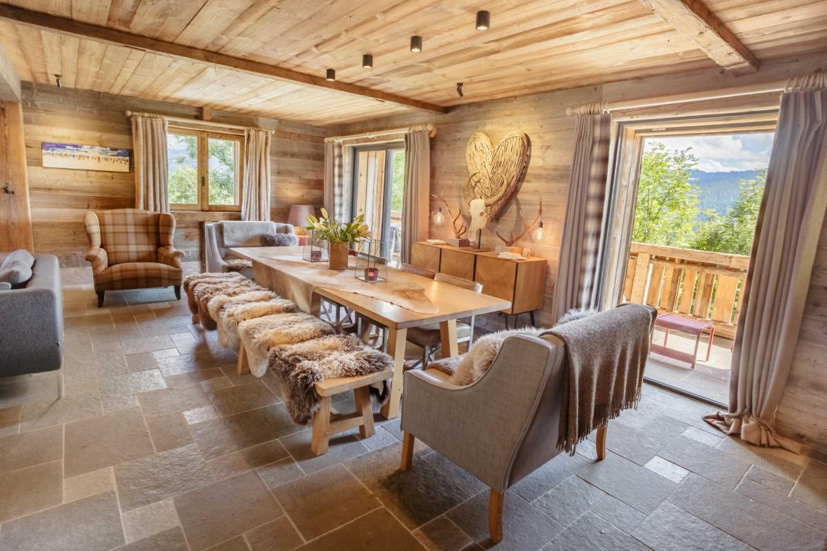 Maison-d-hiver-salle-a-manger-location-appartement-chalet-Les-Gets