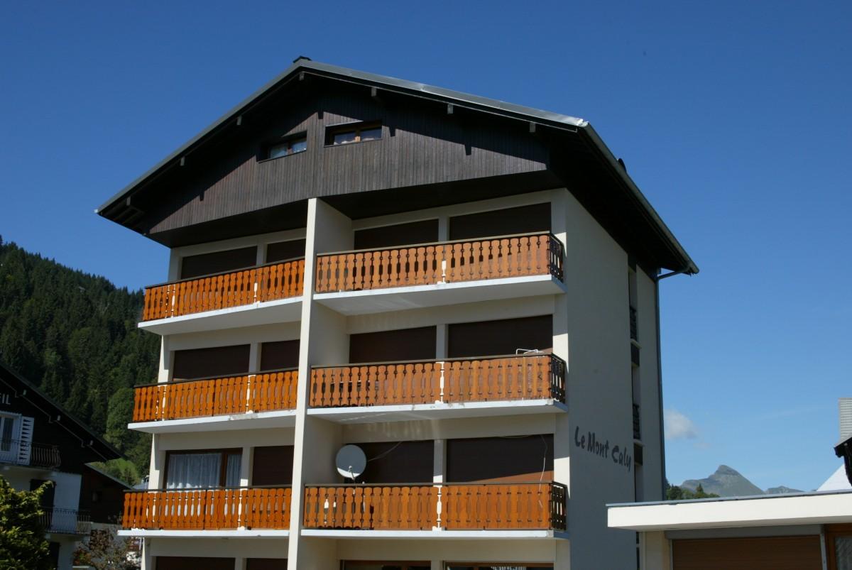 Mont-Caly-exterieur-ete-location-appartement-chalet-Les-Gets