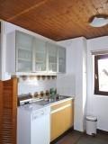 Pied-de-l-Adroit-A-cuisine2-location-appartement-chalet-Les-Gets