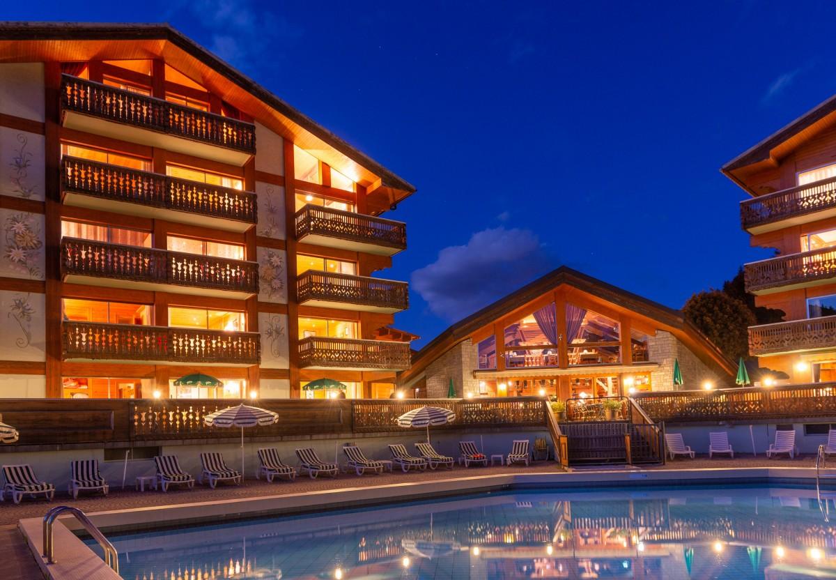 piscine-nuit-3178276