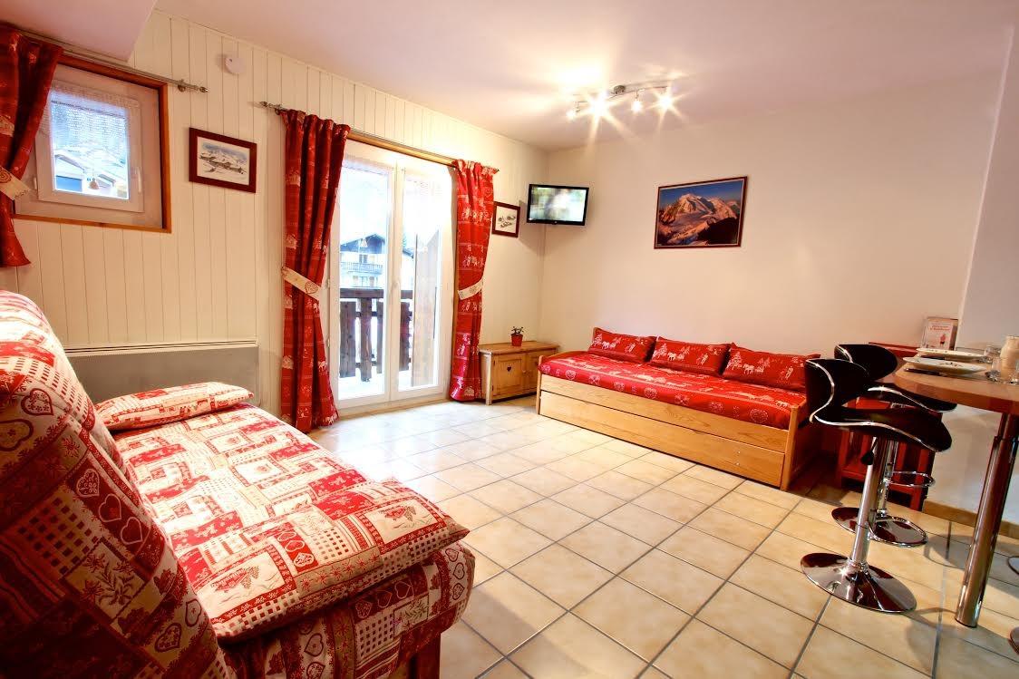 Rhodos-1-canape-location-appartement-chalet-Les-Gets