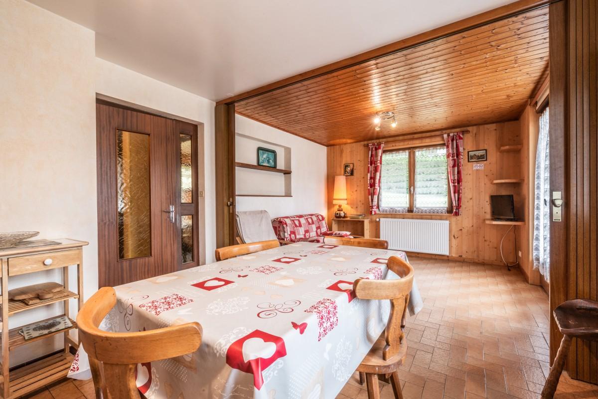 Roitelet-Les-Plagnes-sejour-table-salle-a-manger-chalet-location-appartement-chalet-Les-Gets
