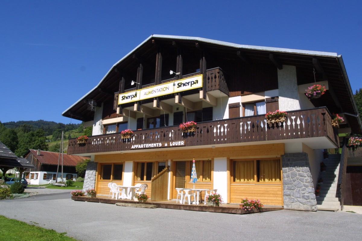 Sherpa-Noisette-exterieur-ete-location-appartement-chalet-Les-Gets