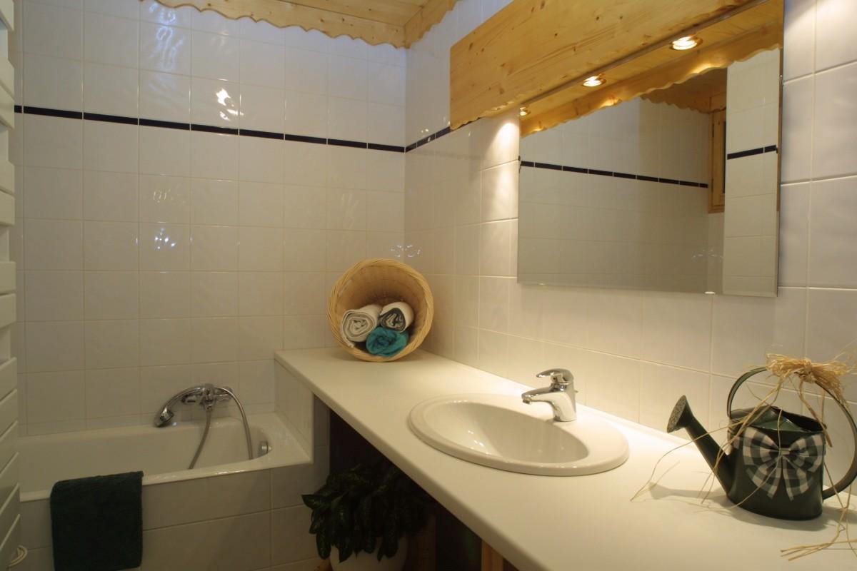 Sherpa-Noisette-salle-de-bain-location-appartement-chalet-Les-Gets