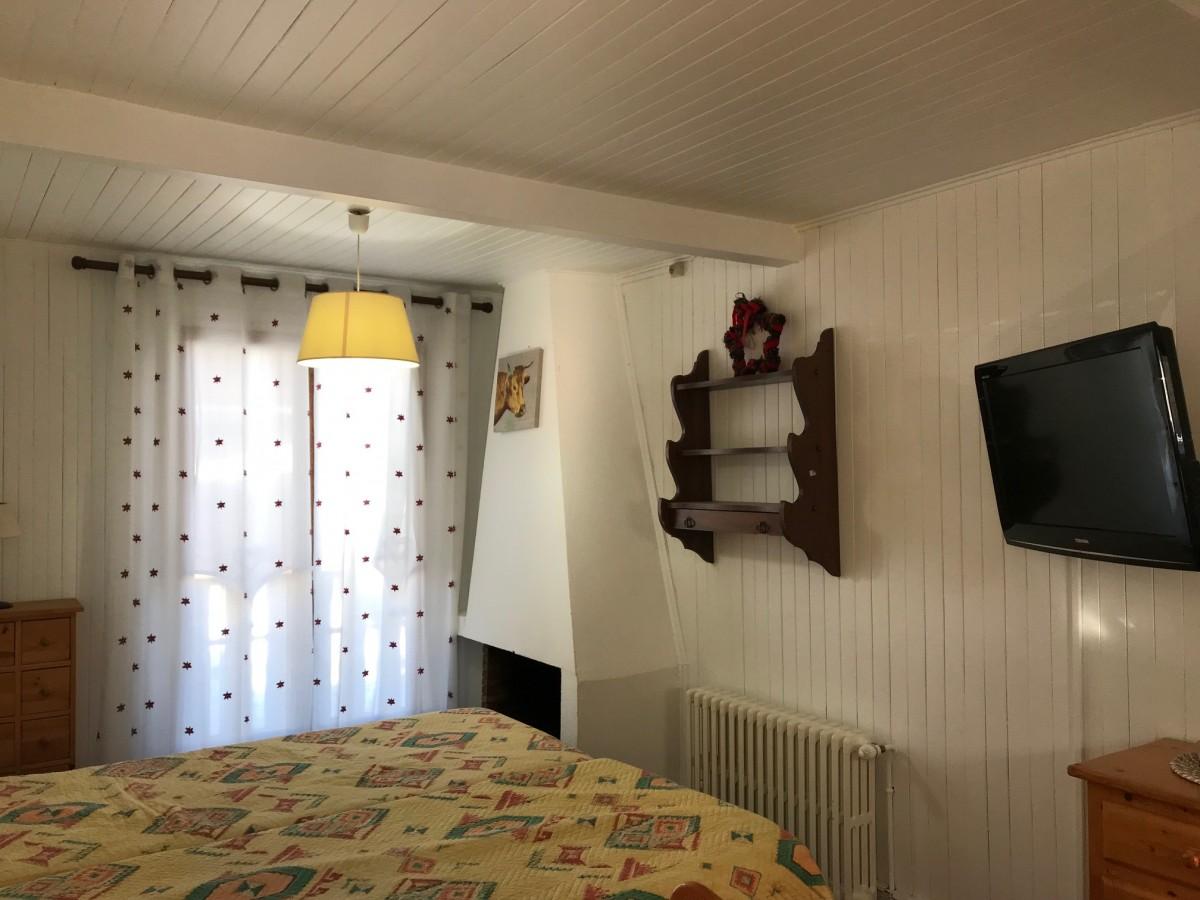 Victoria-2-chambre1-location-appartement-chalet-Les-Gets